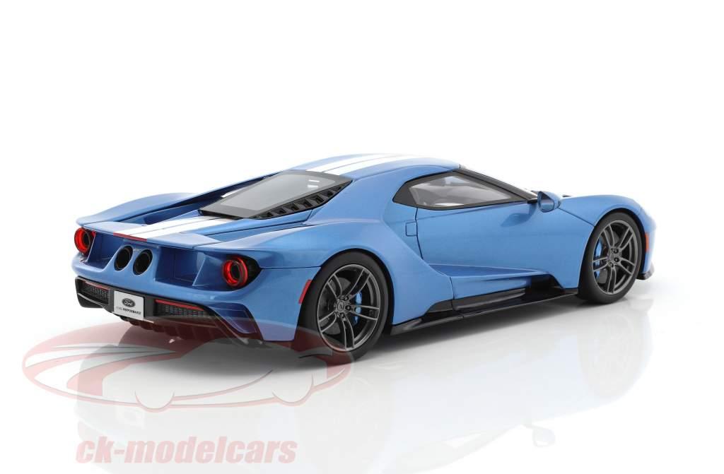 Ford GT MY17 bleu clair métallique / blanc 1:18 GT-Spirit