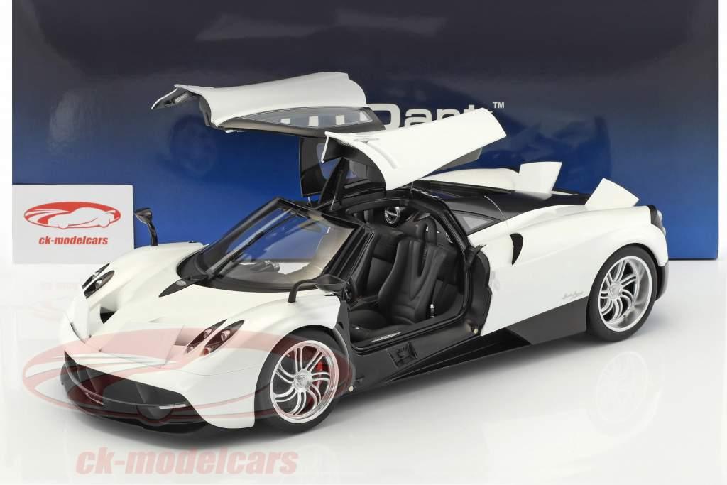 Pagani Huayra Baujahr 2011 weiß / schwarz 1:12 AUTOart