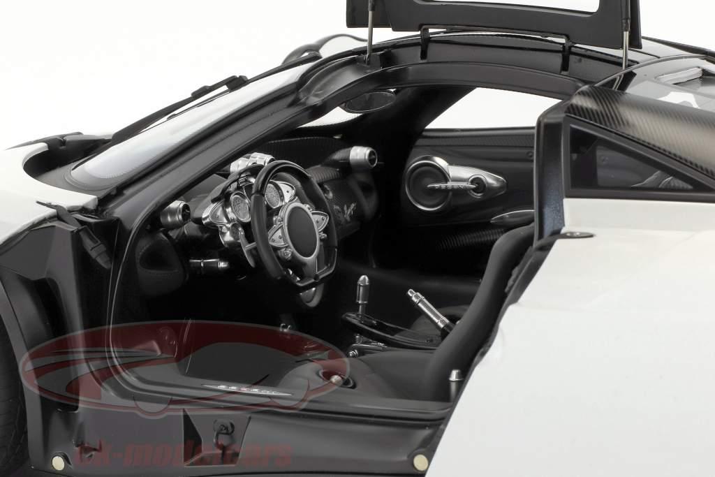 Pagani Huayra año de construcción 2011 blanco / negro 1:12 AUTOart