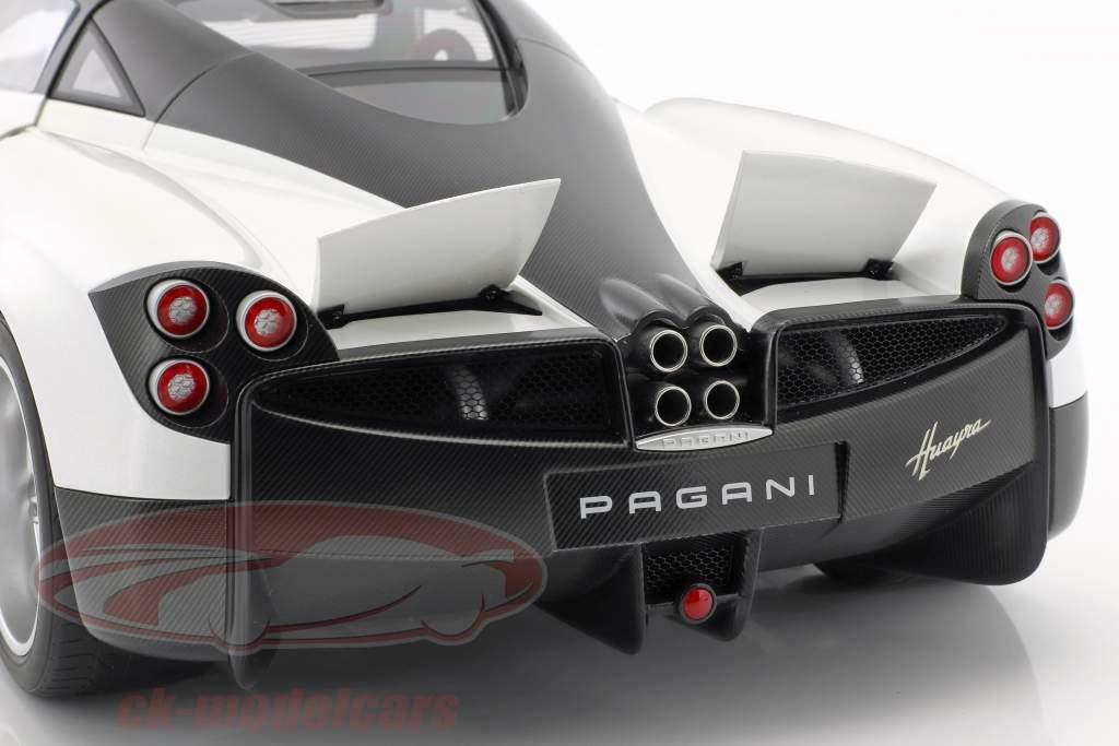Pagani Huayra ano de construção 2011 branco / preto 1:12 AUTOart