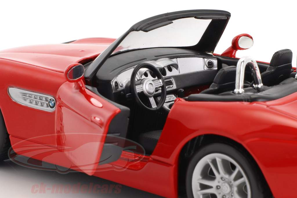BMW Z8 red 1:24 Maisto
