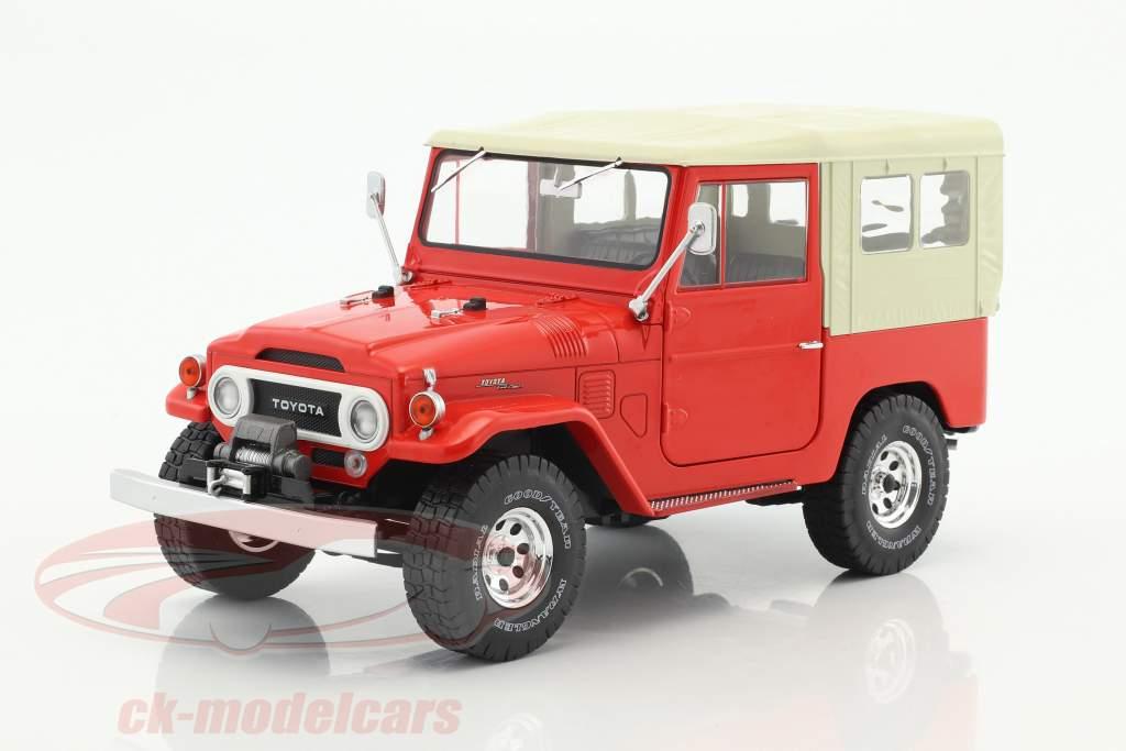 Toyota Land Cruiser FJ40 Bouwjaar 1967 rood / beige 1:18 Triple9