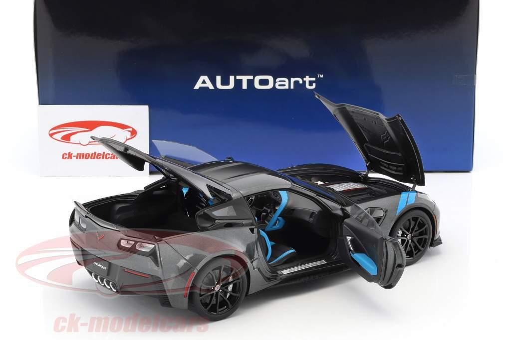Chevrolet Corvette C7 Grand Sport ano de construção 2017 cinza metálico com preto listras 1:18 AUTOart