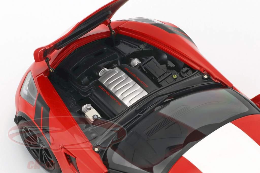 Chevrolet Corvette C7 Grand Sport Baujahr 2017 rot mit weißen Streifen 1:18 AUTOart