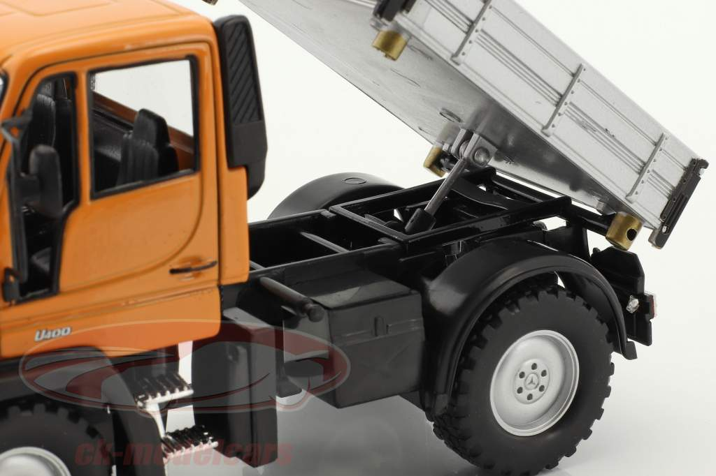 Mercedes-Benz Unimog orange / gris / noir 1:32 Welly