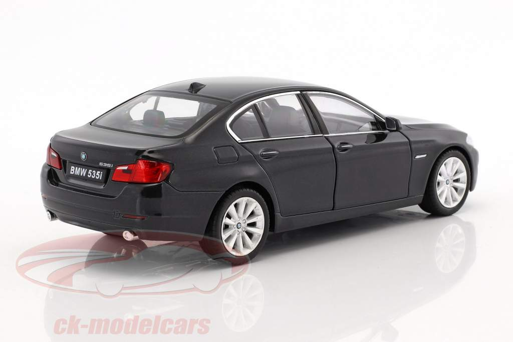 BMW 535i Bouwjaar 2010 zwart metalen 1:24 Welly