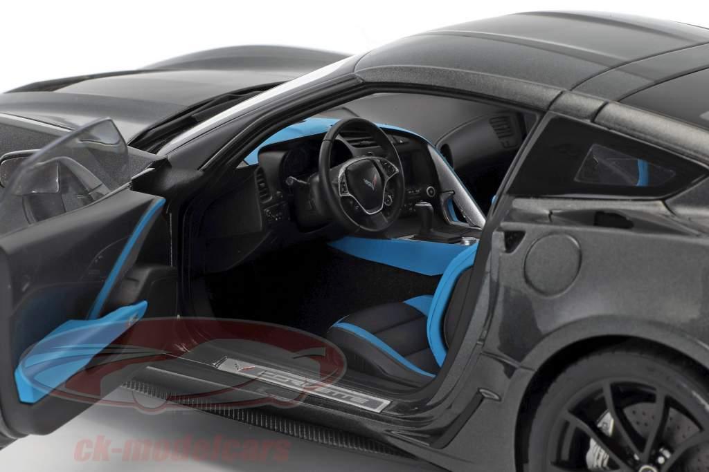 Chevrolet Corvette C7 Grand Sport Bouwjaar 2017 grijs metalen met zwart strepen 1:18 AUTOart
