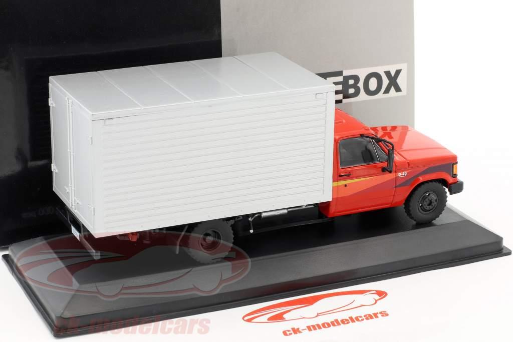 Chevrolet D-40 Box Truck anno di costruzione 1985 rosso / argento 1:43 WhiteBox