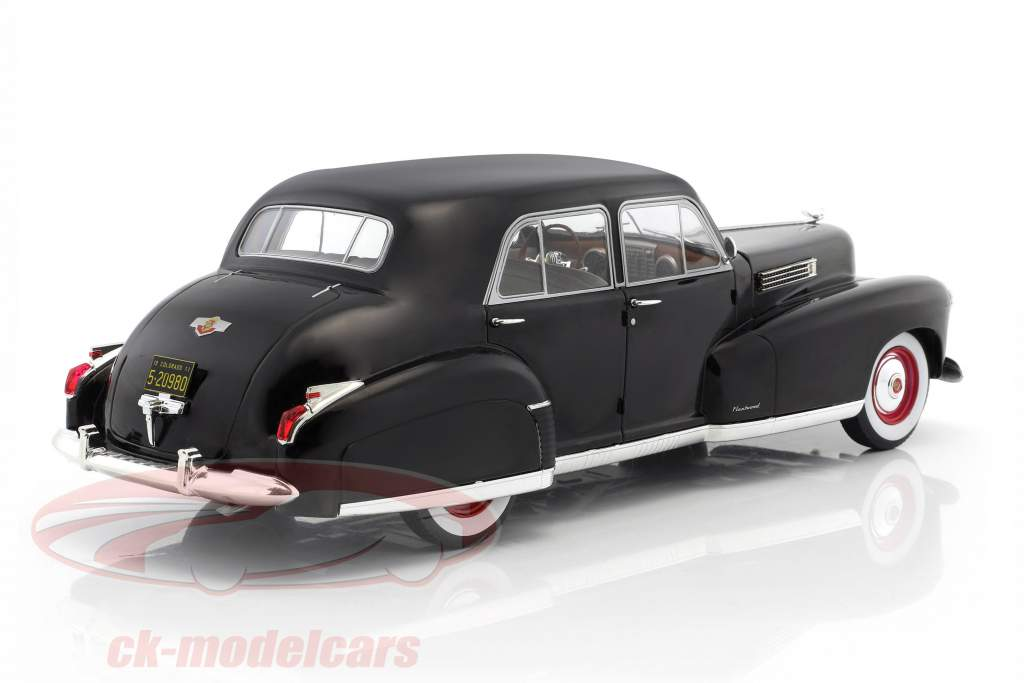 Fleetwood Series 60 Special Sedan Baujahr 1941 schwarz 1:18 Model Car Group