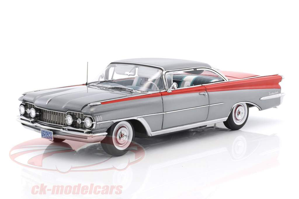 Oldsmobile 98 Hard Top ano de construção 1959 prata / vermelho 1:18 SunStar