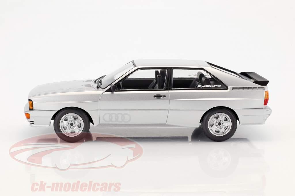 Audi Quattro Baujahr 1980 silber 1:18 Minichamps