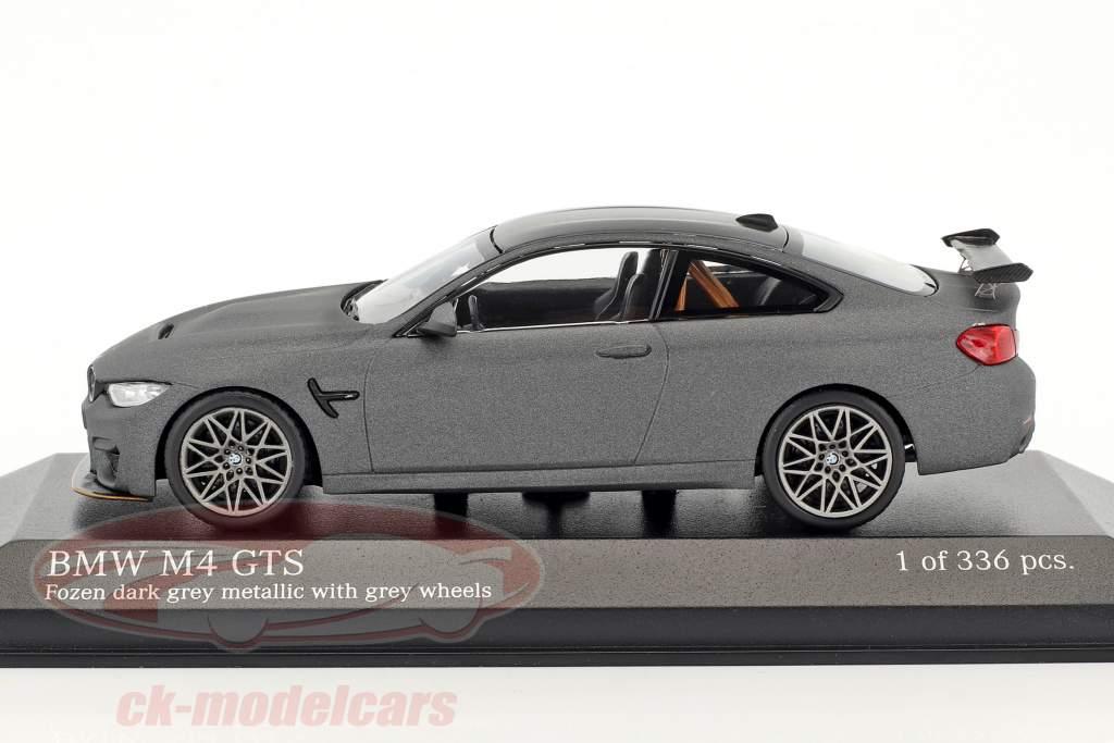 BMW M4 GTS Baujahr 2016 mattgrau mit grauen Rädern 1:43 Minichamps