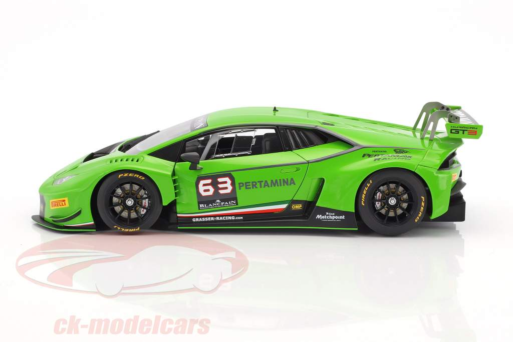 Lamborghini Huracan GT3 #63 FIA GT 2015 Grasser Racing 1:18 AUTOart