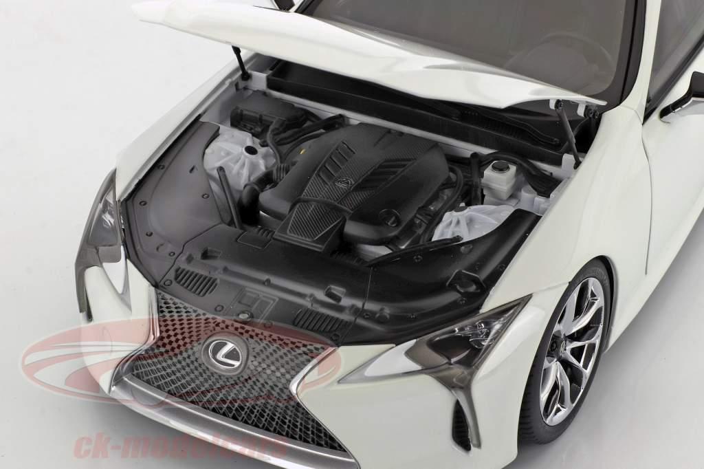 Lexus LC 500 année de construction 2018 blanc 1:18 AUTOart