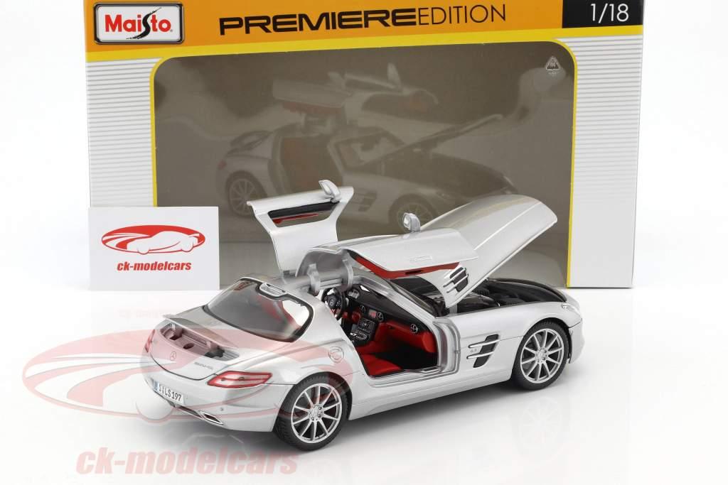 Mercedes-Benz AMG argento metallico 1:18 Maisto