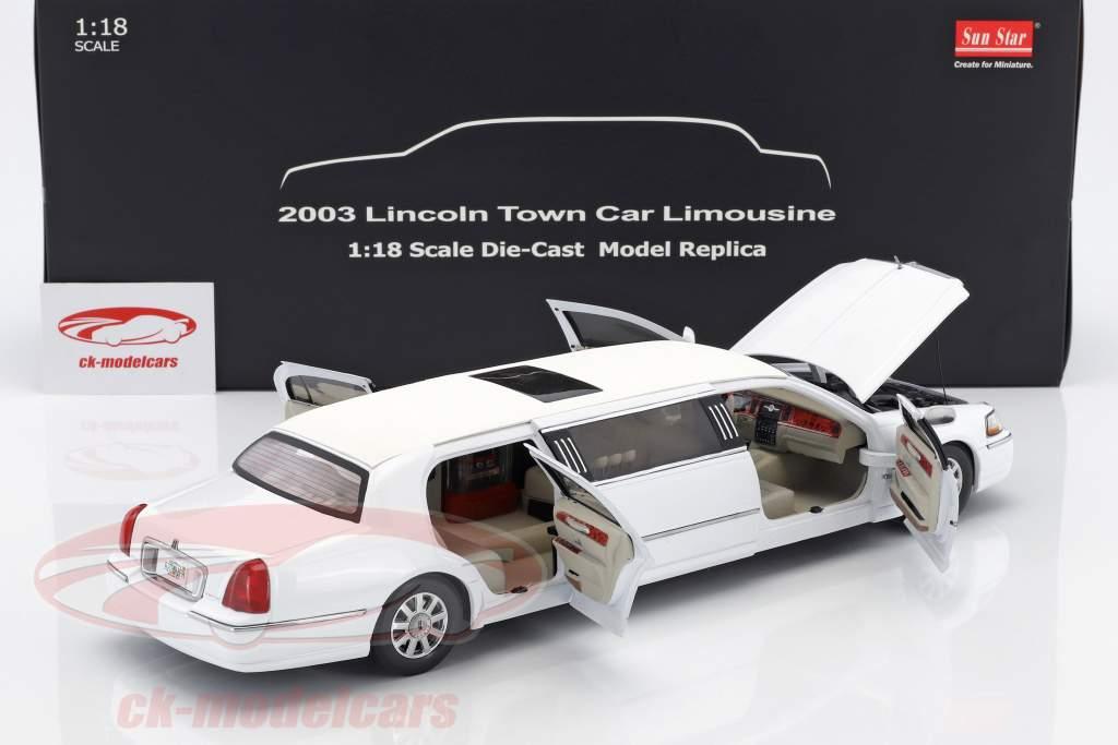 Lincoln Town Car Limousine anno di costruzione 2003 bianco 1:18 SunStar