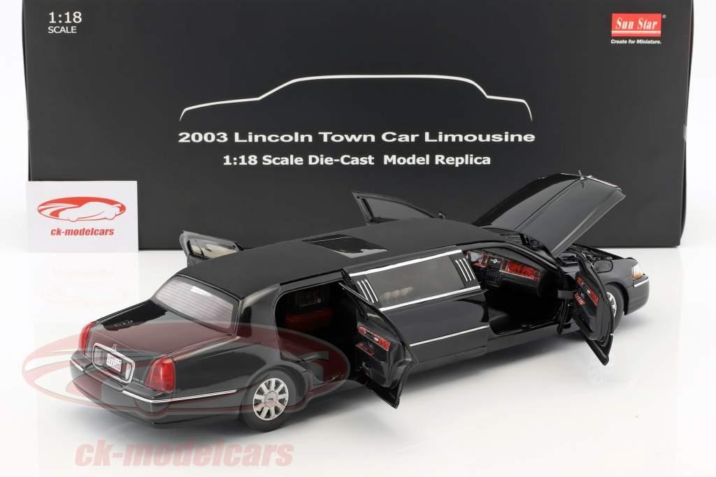 Lincoln Town Car Limousine Baujahr 2003 schwarz 1:18 SunStar