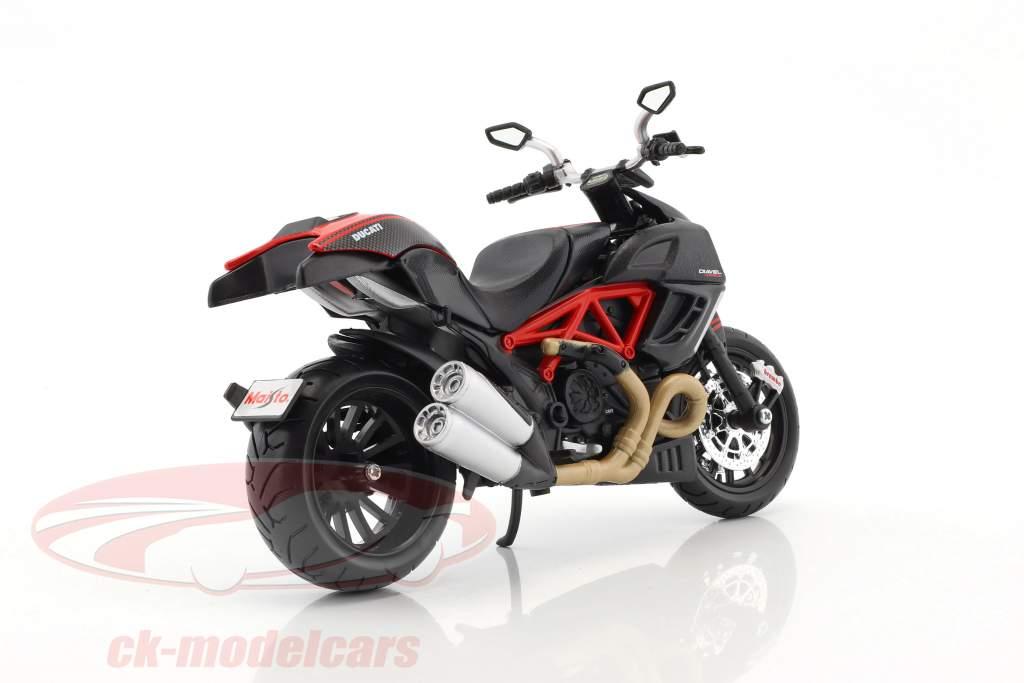 Ducati Diavel Carbon Bausatz Baujahr 2011 schwarz 1:12 Maisto