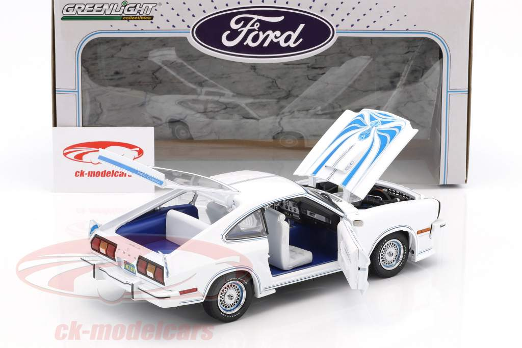 Ford Mustang II King Cobra Baujahr 1978 weiß / blau 1:18 Greenlight
