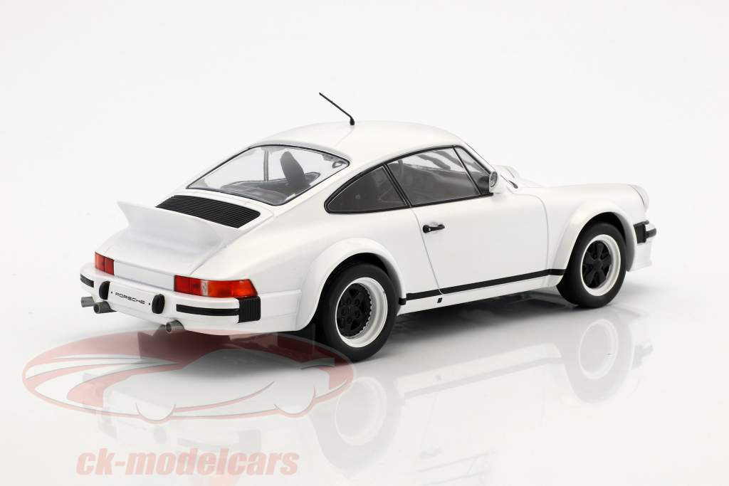 Porsche 911 Race Version Baujahr 1982 weiß 1:18 Ixo