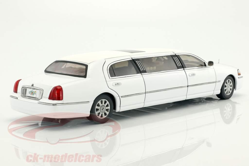 Lincoln Town Car Limousine year 2003 white 1:18 SunStar