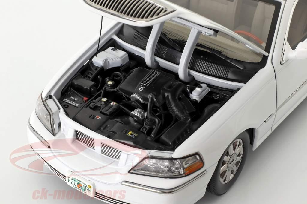 Lincoln Town Car Limousine Baujahr 2003 weiß 1:18 SunStar