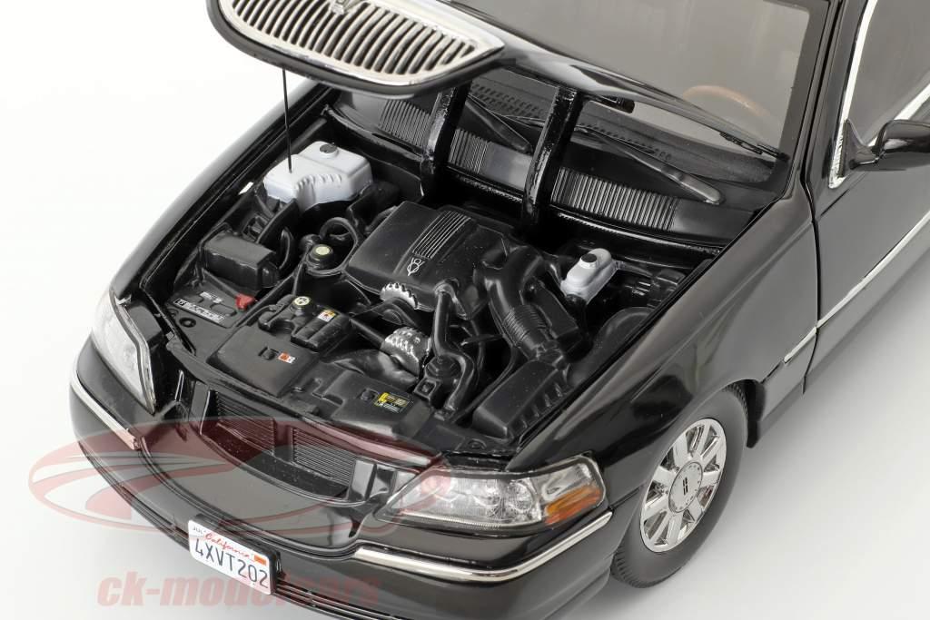 Lincoln Town Car Limousine year 2003 black 1:18 SunStar