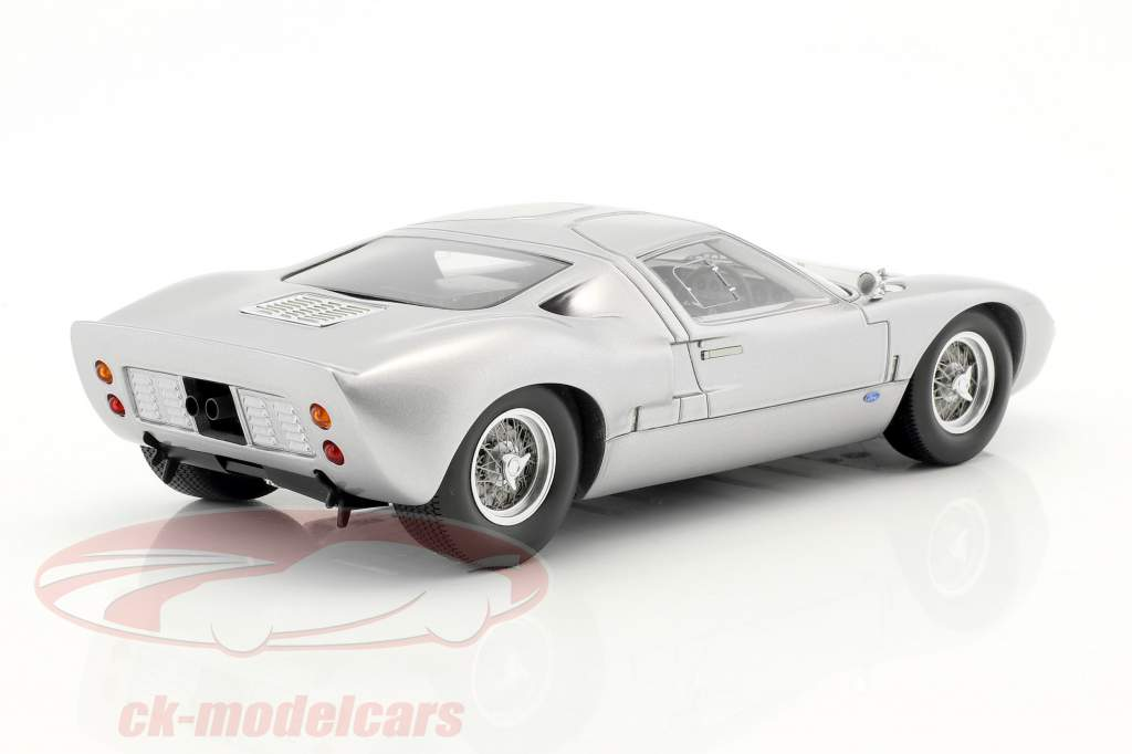Ford GT40 Street Version year 1966 silver 1:18 Spark