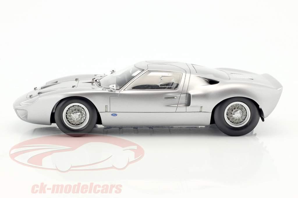 Ford GT40 Street Version anno di costruzione 1966 argento 1:18 Spark