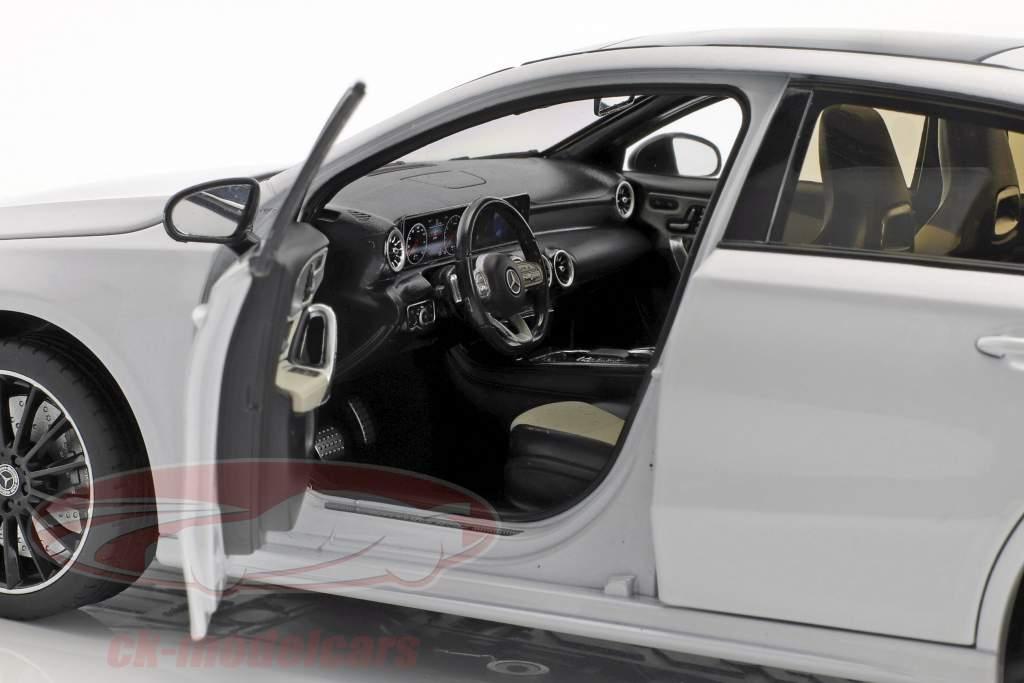 Mercedes-Benz A-Classe (W177) ano de construção 2018 digital branco metálico 1:18 Norev