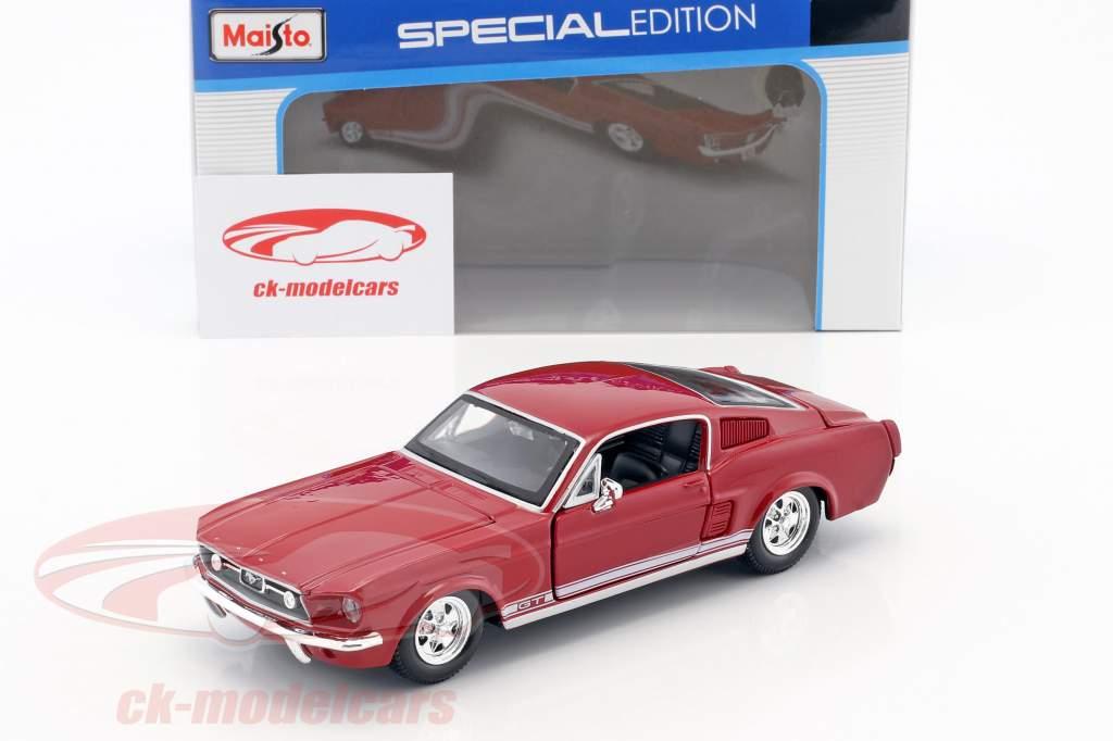Ford Mustang GT anno di costruzione 1967 rosso 1:24 Maisto