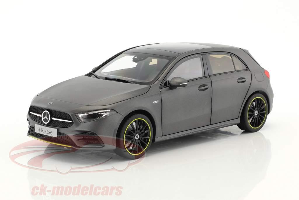 Mercedes-Benz A-Klasse (W177) ano de construção 2018 designo mountain cinza magno 1:18 Norev