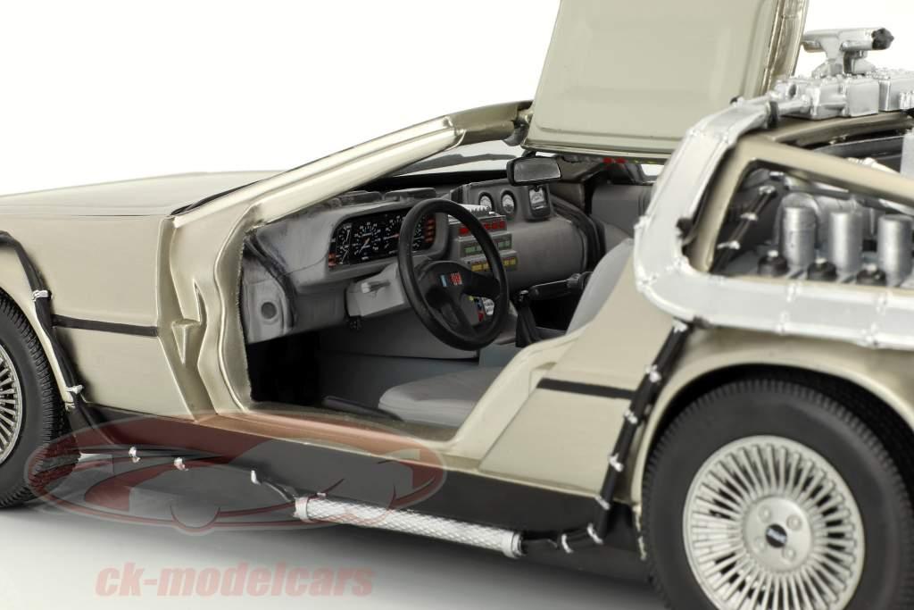 DeLorean DMC-12 Previo en la Futuro Parte 2 1:18 SunStar