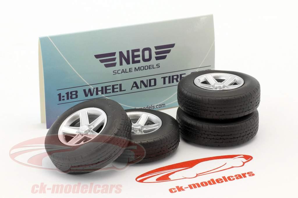 Jeu de roues Tuning jantes en aluminium (4x) argent 1:18 Neo