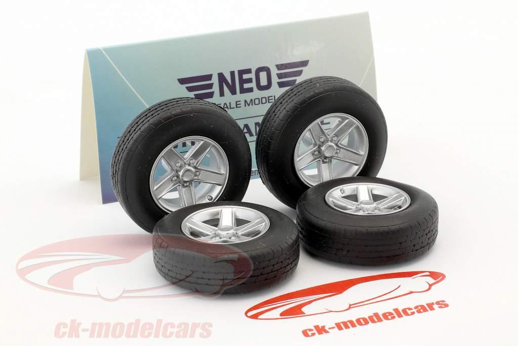 set ruote Tuning cerchi in lega (4x) argento 1:18 Neo