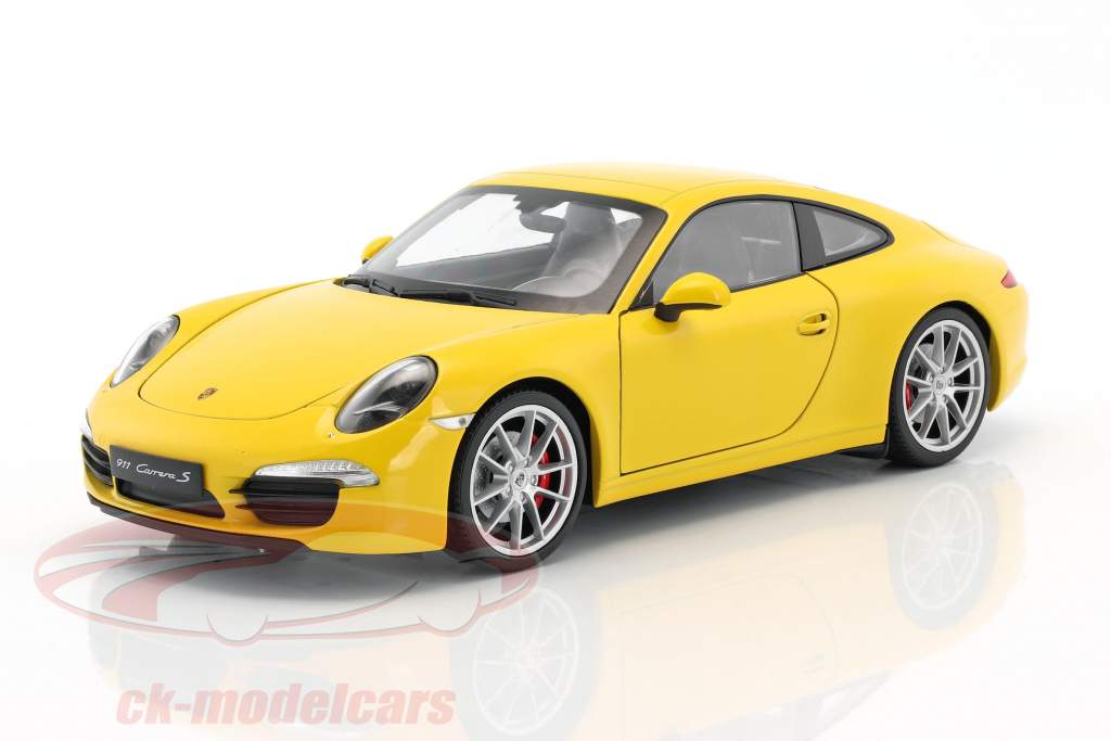 Porsche 911 (991) Carrera S Bouwjaar 2015 racing geel 1:18 Welly