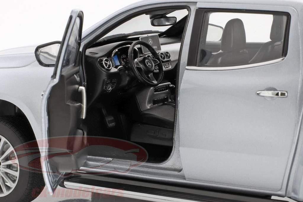 Mercedes-Benz X-Klasse Baujahr 2017 silber 1:18 Norev