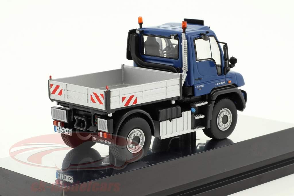 Mercedes-Benz Unimog U 400 mit Pritsche blau / silber 1:50 NZG