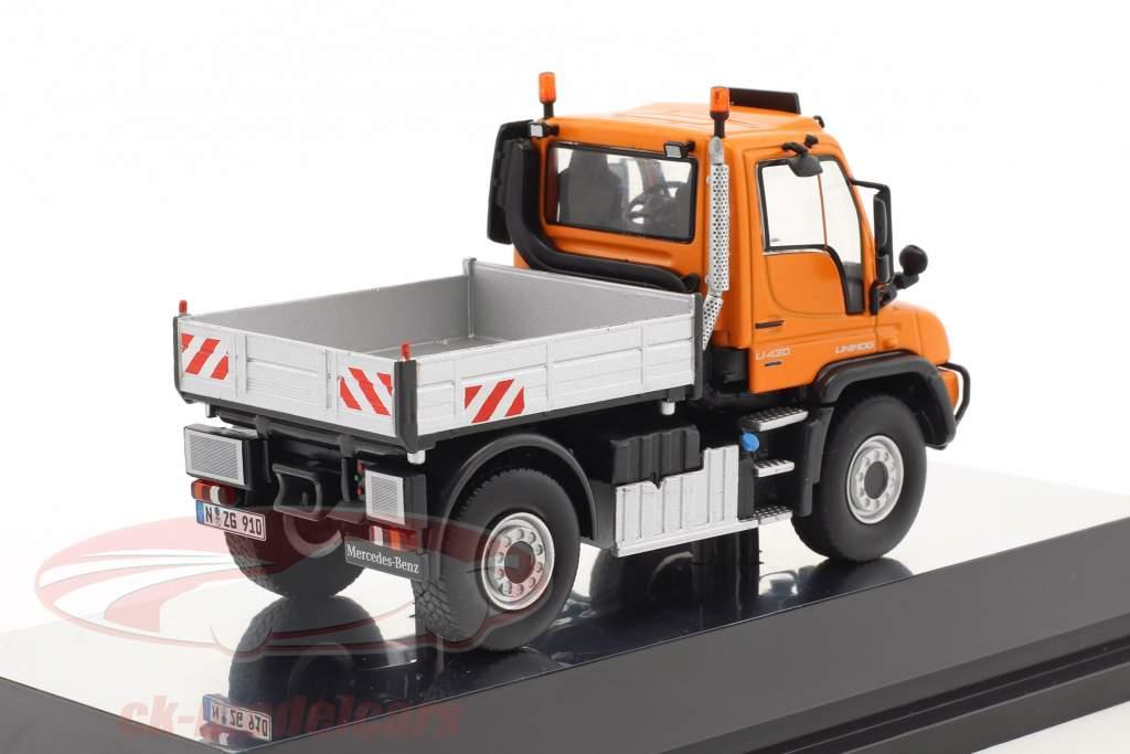 Mercedes-Benz Unimog U 400 with platform orange / silver 1:50 NZG