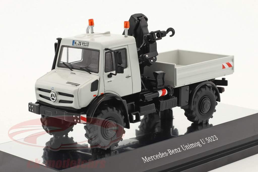 Mercedes-Benz Unimog U 5000 camion plate-forme avec grue gris 1:50 NZG