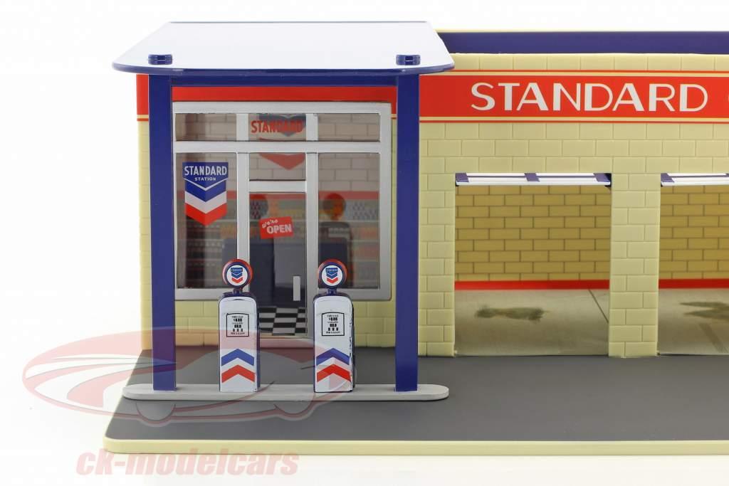 Vintage gas station Standard Oil Mechanic's Corner Series III 1:64 Greenlight