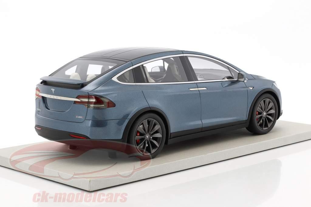 Tesla Model X Baujahr 2016 blaugrau metallic 1:18 LS Collectibles