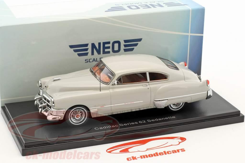Cadillac Series 62 Club Coupe anno di costruzione 1949 grigio chiaro 1:43 Neo
