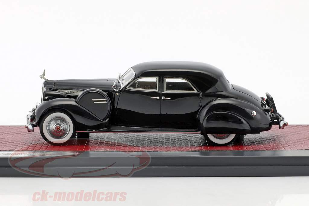 Packard Super 8 Sport Sedan by Darrin Baujahr 1940 schwarz 1:43 Matrix