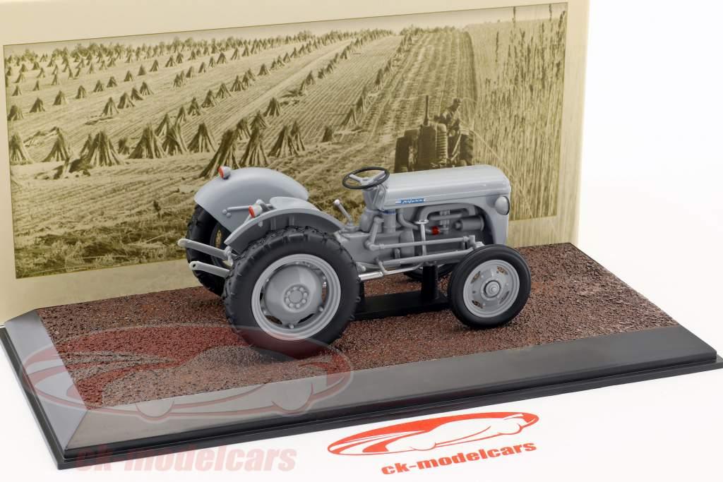 Ferguson TE-20 Traktor Baujahr 1953 grau 1:32 Atlas