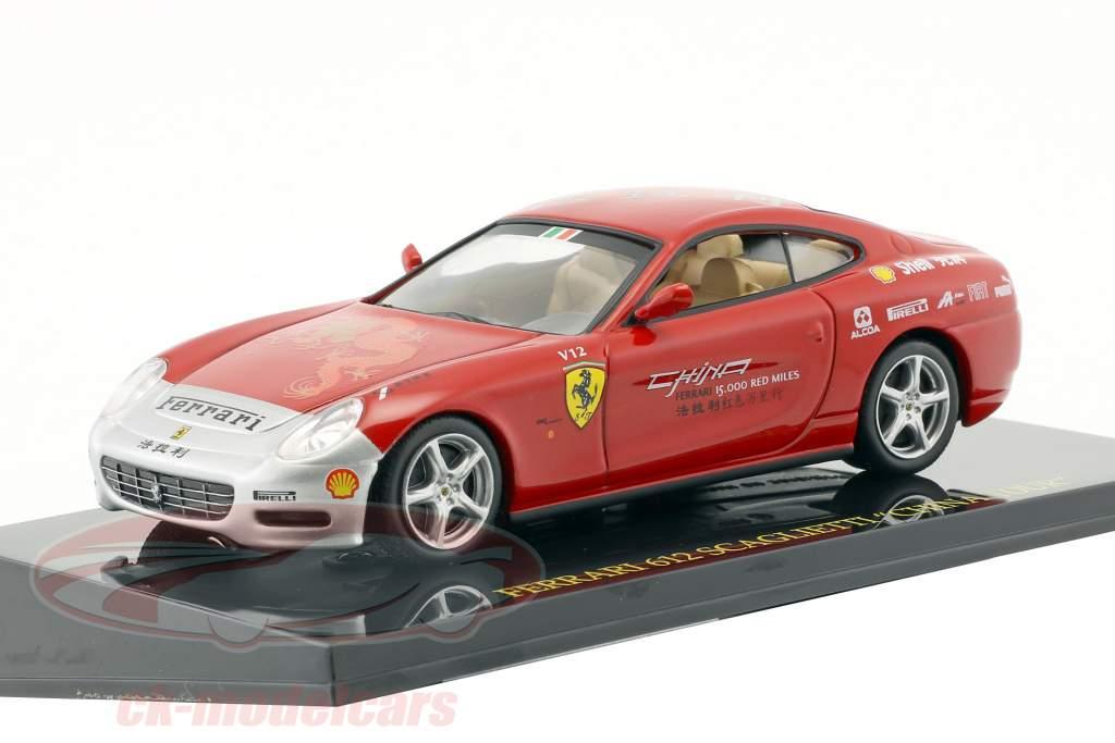 Ferrari 612 Scaglietti China Tour rot / silber mit Vitrine 1:43 Altaya