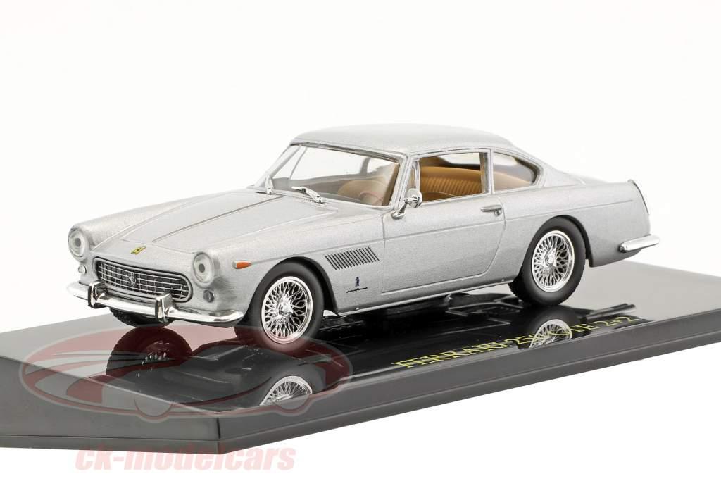 Ferrari 250 GTE 2+2 silber mit Vitrine 1:43 Altaya