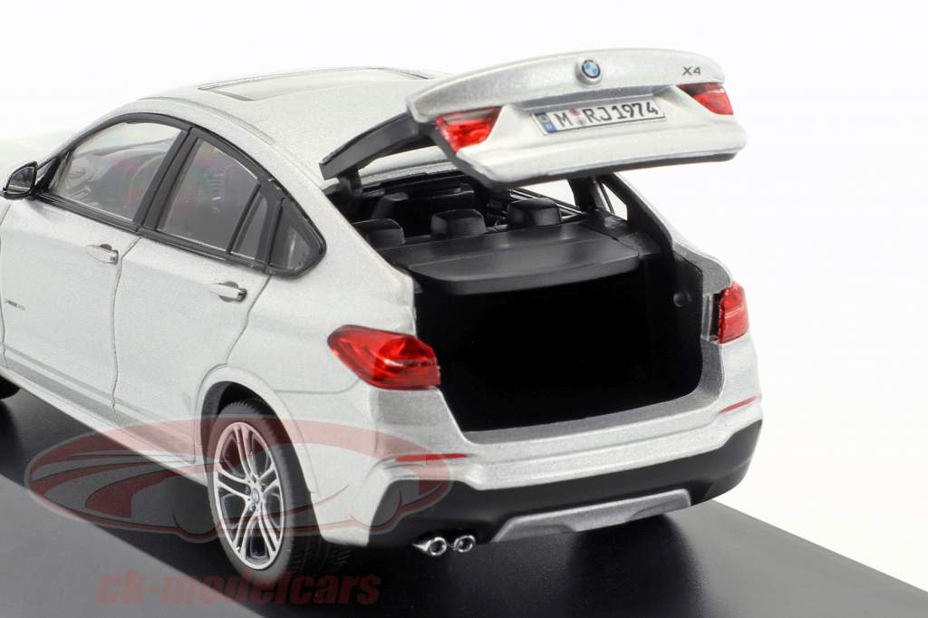 BMW X4 (F26) Baujahr 2015 silber 1:43 Herpa