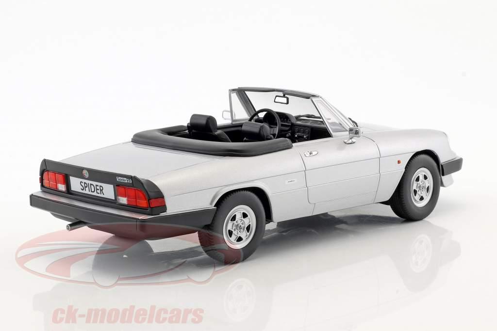 Alfa Romeo Spider 3 Serie 2 mit abnehmbarem Softtop Baujahr 1986 silber 1:18 KK-Scale