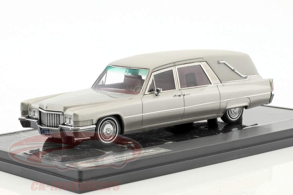 Cadillac Superior Crown Sovereign Landaulet Funeral Car year 1970 silver metallic 1:43 Matrix